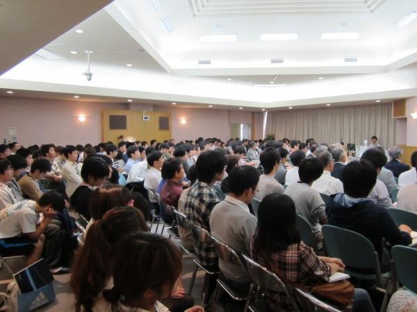 教室いっぱいの聴講生